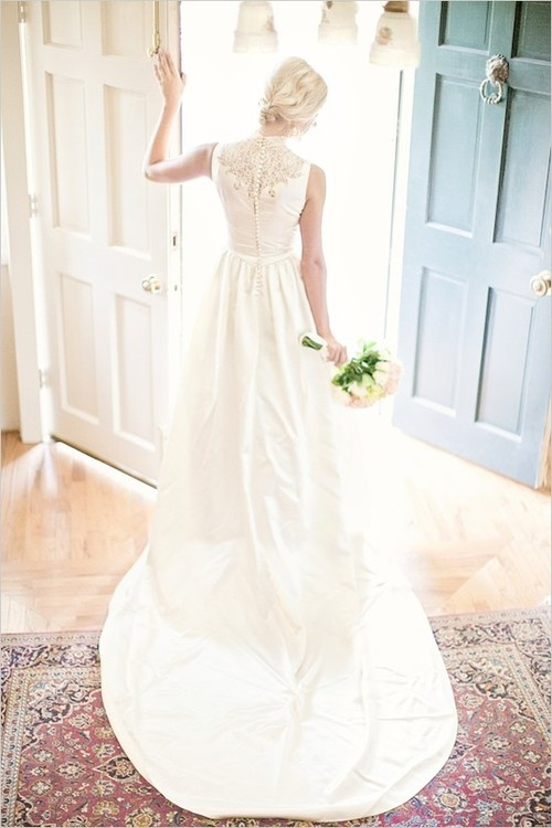 10-gorgeous-lace-back-wedding-gowns7